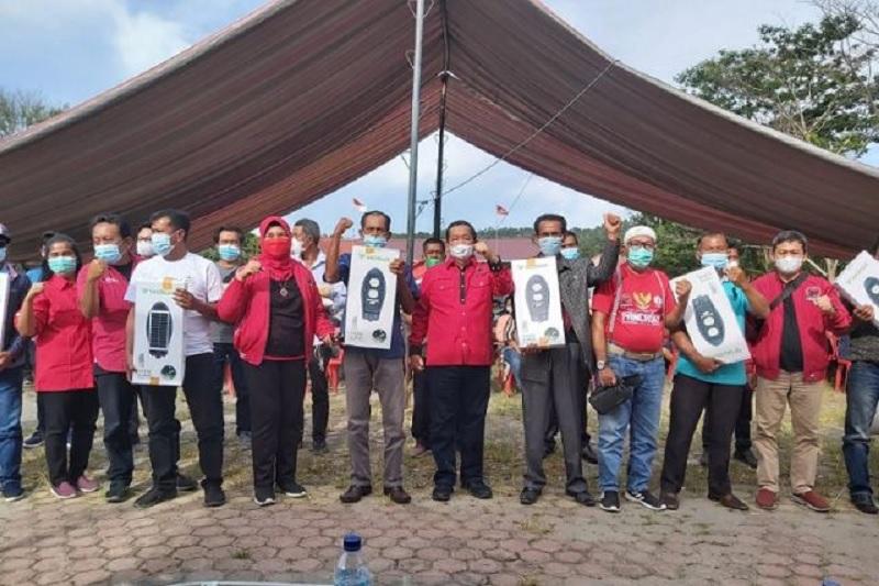 PDI Perjuangan & TMP Sumut Bagikan Lampu Solarcell & Sembako