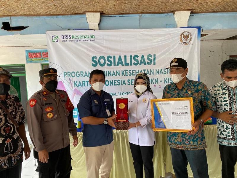 Totalitas Bantu Rakyat, Dewi Aryani Terima Penghargaan BPJS