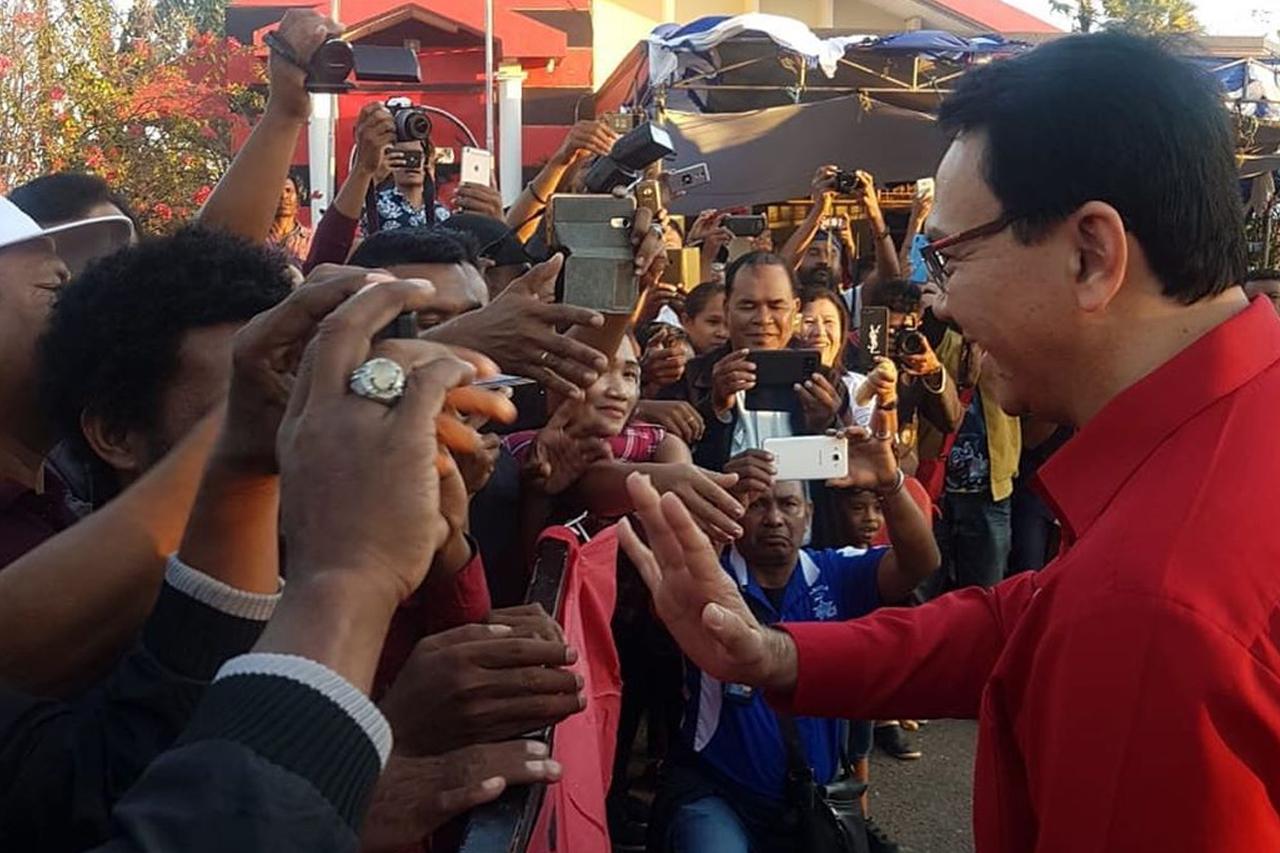 Image result for ahok mengajar politik di NTT