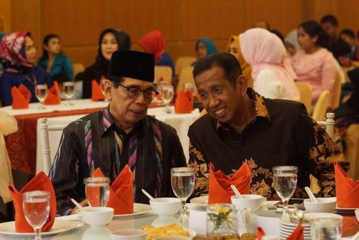Safaruddin berbincang dengan Farid Wadjdy mantan Wakil Gubenur Kaltim