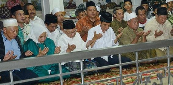 Jokowi bersama Pimpinan Pondok Pesantren Tebu Ireng